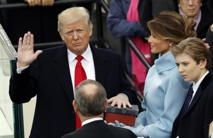 US+President+Donald+Trump+takes+the+oath+of+office+with+his+wife+Melania+and+son+Barron+at+his+side%2C+during+his+inauguration+at+the+U.S.+Capitol+in+Washington%2C+U.S.%2C+January+20%2C+2017.+REUTERS%2FKevin+Lamarque
