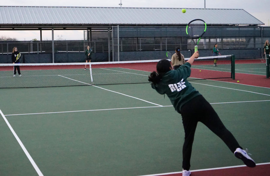 Tennis+students+practice+at+Lake+Ridge+HS+Feb.+8.